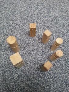 20150319_122808 Opstelling houten poppetjes
